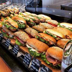 Sandwich Bar, Roast Beef Sandwich, Sandwich Shops, Sandwiches For Lunch, Sandwich Ideas, Deli Food, Cafe Food, Bakery Shop Design, Patisserie Design