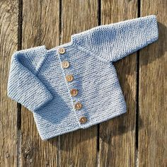Baby Sweater Knitting Pattern, Crochet Baby Cardigan, Baby Knitting Patterns, Baby Patterns, Minion Crochet Patterns, Drops Baby, Knitted Baby Clothes, Knitted Throws, Baby Kind