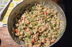 Ja TAAS näitä pastasalaattiohjeita, toivottavasti ette jo ihan kyllästy!! Isäntä näitä vaan kärttää joka viikkoa, ja kuten tiedätte, niin o... Fried Rice, Pasta Salad, Salad Recipes, Potato Salad, Potatoes, Ethnic Recipes, Koti, Dinners, Crab Pasta Salad