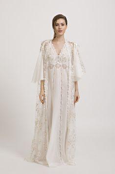 Elizabeth - Set Nightgown and Robe Italian Lingerie, Vintage Lingerie, Lace Nightgown, Nightgowns For Women, Fairy Dress, Pretty Lingerie, Night Gown, Night Night, Beautiful Gowns