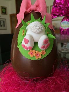 Ostern Easter egg # # # # eggs decorated chocolate # # # fondant rabbit rabbit # # # # sweet sugar s Chocolate Fondant, Chocolate Art, Easter Chocolate, Easter Bunny Cake, Easter Cupcakes, Easter Cookies, Easter Treats, Fondant Rabbit, Chocolate Showpiece