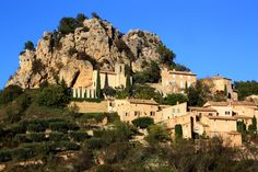 La Roque-Alric - http://www.provenceguide.co.uk/home/vaucluse-in-provence/discover-vaucluse/don-t-miss/hilltop-villages.aspx