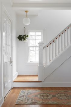 Vintage runner in the entryway + wood treads with white painted risers + hanging indoor plant + fun . Vintage runner in the entryway + wood treads with white painted risers + hanging indoor plant + fun . White Staircase, Staircase Design, Ford Interior, Farmhouse Remodel, Interior Decorating, Interior Design, Foyers, Country Farmhouse, Stairways