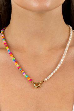Pearl Jewelry, Beaded Jewelry, Beaded Bracelets, Jewellery, Diy Necklace, Necklaces, Handmade Bracelets, Handmade Jewelry, Gold Girl