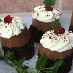 Alejandra's cake: This is a simple but delicious recipe. They are so good that they deserve to be on the Red Carpet. It´s a perect blend of Chocolate Mousse and Chocolate Cake.