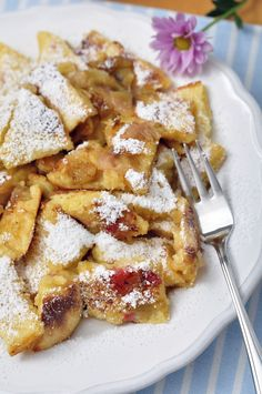 Kaiserschmarrn - shredded & delicious German take on pancakes Dutch Recipes, Sweet Recipes, Cooking Recipes, I Love Food, Good Food, Yummy Food, Dessert Crepes, Happy Foods, I Foods