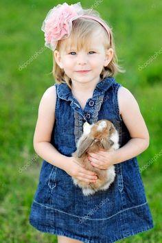 Little Girl Poses, Little Boys, Cute Kids, Cute Babies, Baby Animals, Cute Animals, Bunny Hutch, Butterfly Wallpaper Iphone, Rose Dress