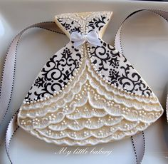 #Wedding #Dress #Decorated #Cookie via #TheCookieCutterCompany