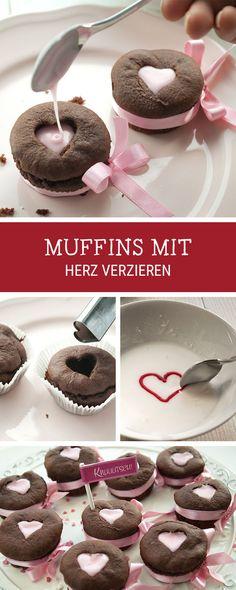 Geschenkidee zum Valentinstag: Gefüllte Muffins mit Frosting selbermachen, Dessert Rezept / recipe for Valentine's Day: sweet muffins filled with frosting as a romantic gift idea via DaWanda.com