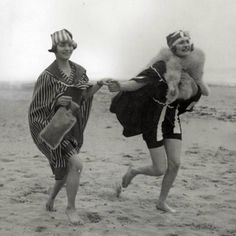 ▫Duets▫groups of two in art & photos - two flappers hit the beach