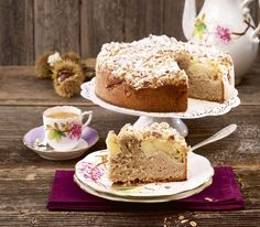 Chestnut apple cake - Vermicelle puree in a different way: It can also be used wonderfully as the basis for a moist cake - Apple Desserts, Köstliche Desserts, Apple Recipes, Delicious Desserts, Cake Recipes, Dessert Recipes, Cake & Co, Bread Cake, No Bake Pies