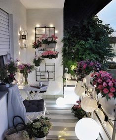Holidays on Balkonien - destination outdoor oasis! Home sweet home. Zu Hause ist es am schönsten. … Holidays on Balkonien – destination outdoor oasis! Small Balcony Garden, Small Balcony Decor, Balcony Flowers, Terrace Garden, Small Patio, Balcony Gardening, Garden Cafe, Outdoor Balcony, Outdoor Spaces