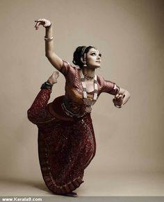 shobana dance pose 3