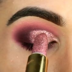 Chip-Make-up Makeup - makeup products - makeup tutorial - makeup tips - Source makeup for brown eyes Eye Makeup Steps, Makeup Eye Looks, Beautiful Eye Makeup, Smokey Eye Makeup, Eyebrow Makeup, Skin Makeup, Eyeshadow Makeup, Shimmer Eyeshadow, Smoky Eye