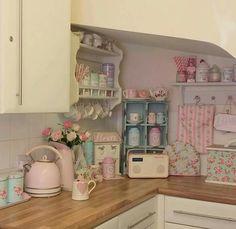 Shabby Chic Pink Paint Styles and Decors to Apply in Your Home – Shabby Chic Home Interiors Shabby Chic Pink, Shabby Chic Homes, Shabby Chic Style, Shabby Chic Decor, Shabby Chic Interiors, Küchen Design, Design Case, House Design, Cocina Shabby Chic
