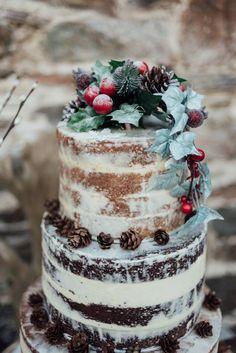 The Best Christmas Wedding Ideas Christmas Wedding Dresses, Christmas Wedding Centerpieces, Christmas Wedding Cakes, Winter Wedding Decorations, Winter Wedding Flowers, Winter Weddings, Winter Bride, Themed Wedding Cakes, Wedding Cake Rustic