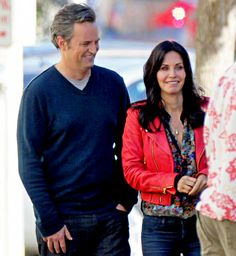 Former Friends costars Courteney Cox and Matthew Perry reunite on the set of Cox's ABC series Cougar Town.