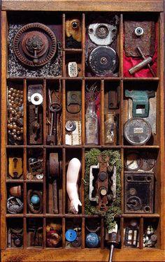 lynneparks » assemblages Dit is wel echt de definitie van assemblage maar omdat de betekenis van dit soort werken (objecten in een kastje) bij mij niet voor zich spreekt heb ik besloten hier niet mee te werken