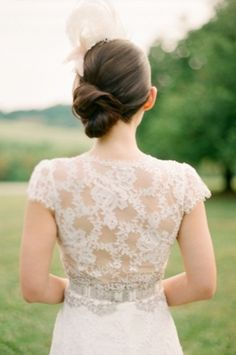 Wedding Dress Trend Cap sleeves. Read more - http://www.hummingheartstrings.de/index.php/hochzeitsmode/brautkleider-m…fluegelaermeln/