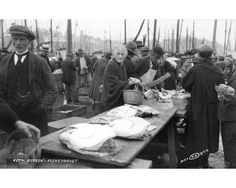 From the Fish Market one day in the 1920s . Photo: Atelier KK - UiB Picture Collection .