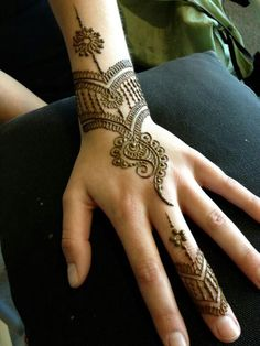 simple mehndi or henna designs