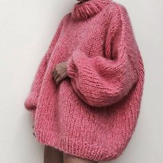 There is 0 tip to buy sweater, pink sweater, jumper, wool sweater. Help by posting a tip if you know where to get one of these clothes. Easy Style, Happy International Women's Day, Jumpers For Women, Womens Jumpers, Looks Style, Mode Inspiration, Mode Style, Ladies Day, Pulls