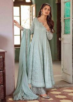Heavy Dresses, Nice Dresses, Girls Dresses, Awesome Dresses, Pakistani Outfits, Indian Outfits, Indian Clothes, Beautiful Bridal Dresses, Nikkah Dress