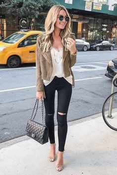 Awesome magnificient mom outfits ideas for beautiful mother that looks cute. Outfit Jeans, Black Jeans Outfit Summer, Outfits With Black Jeans, Jeans Outfit For Work, Blazer Outfits, Look Fashion, Fashion Outfits, Fashion Ideas, Fall Fashion