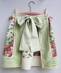 Image from http://qisforquilter.com/wp-content/uploads/2012/02/Apron-strawberry-chintz-border-back.jpg.