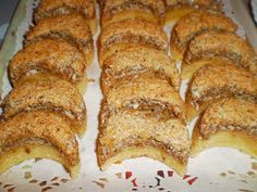 Mariannkonyha: Dióhabos holdacska Poppy Cake, Banana Bread, Cake Recipes, French Toast, Food And Drink, Sweets, Cookies, Breakfast, Christmas