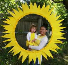 You are my sunshine photo frame - Very easy to make. 1 hula hoop (frame), 3 yellow poster boards (cut into triangles 3 sizes to overlap each other) and one yellow roll of crepe paper which you scrunch up around the frame. Sunflower Birthday Parties, Sunflower Party, Sunflower Baby Showers, Sunshine Birthday Parties, First Birthday Parties, Birthday Party Themes, First Birthdays, Birthday Ideas, Sunshine Photos