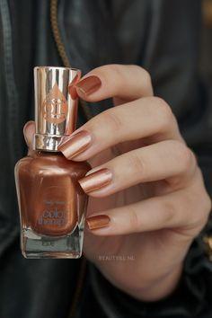 Bohemian Nails, Red Manicure, Sally Hansen Nails, Bronze, Nail Polish Colors, Glamour, Nail Art Designs, Swatch, Perfume Bottles