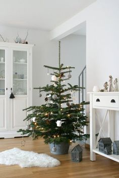Little christmas tree decorations navidad 40 ideas Nordic Christmas, Merry Christmas To All, Noel Christmas, Christmas Is Coming, Little Christmas, Rustic Christmas, Christmas 2019, Winter Christmas, Christmas Crafts