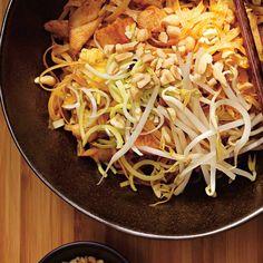 Pad Thai (The Ultimate) Whole Food Recipes, Cooking Recipes, Healthy Recipes, Pad Thai Sauce, Ricardo Recipe, Chop Suey, Asian Recipes, Ethnic Recipes, Asian Noodles