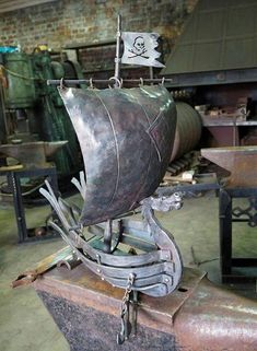 scrap metal art how to Welding Art Projects, Metal Art Projects, Blacksmith Projects, Metal Crafts, Metal Sculpture Artists, Steel Sculpture, Photo Sculpture, Metal Welding, Forging Metal