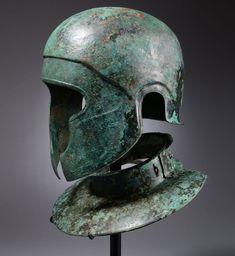 """Самнитский шлем """"халкидского типа"""" и шейный доспех   Бронза, ок. 450 г. до н.э."""