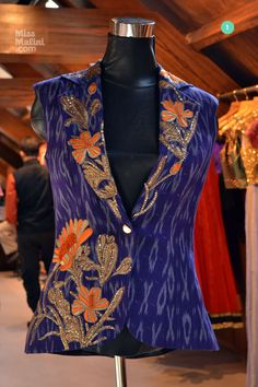 Patola Jacket Dress Indian Style, Indian Wear, Kurta Designs, Blouse Designs, Big Fashion, Indian Fashion, Salwar Dress, Anarkali, Couture Fashion