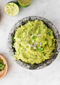 If you love the lime- and cilantro-spiked guacamole from Chipotle Mexican Grill, then this recipe is for you. It will make all of your tortilla chip dipping dreams come true. Chipotle Mexican Grill, Chipotle Corn Salsa, Chipotle Chicken, Mexican Food Recipes, Dinner Recipes, Ethnic Recipes, Mexican Appetizers, Chipotle Copycat Recipes, Cooking Recipes