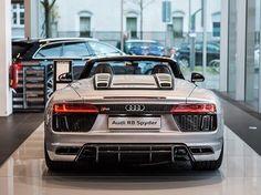 Talking about presence New R8 Spyder showing shoulder -- #Audi #newR8Spyder #silverR8 ---- picture @lucdg98 oooo #audidriven - what else ---- -- #AudiR8 #R8Spyder #R8 #quattro #4rings #AudiSport #drivenbyvorsprung #carsbyaudisport #silveraudi