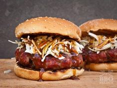 We have hear a ton of time that the secreat for a great barbecue is in the sauce. What is a barbecue chicken, a rack of barbecue ribs or a t-bone steak without a accompaining sauce? Bbq Hamburgers, Homemade Hamburgers, Cheeseburgers, Barbecue Ribs, Bbq Grill, Barbecue Sauce Recipes, Grilling Recipes, Hamburger Hotdogs, Grilled Pork