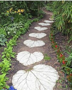60 Cool Garden Path And Walkway Ideas Design Ideas And Remodel 60 coole Gartenweg und Gehweg Ideen Design-Ideen und umgestalten Garden Paths, Garden Art, Walkway Garden, Mosaic Garden, Diy Garden, Shade Garden, Garden Stones, Easter Garden, Gravel Garden