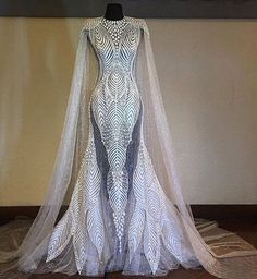 this could be the closest to a super hero wedding dress. Evening Dresses, Prom Dresses, Formal Dresses, Wedding Dresses, Elegant Dresses, Pretty Dresses, Fantasy Dress, Mode Outfits, Beautiful Gowns