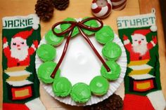 Easy Holiday Wreath Cupcakes Display