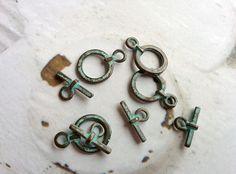 Knebelverschluss mit grüner Patina Vintagestil von kette78 auf DaWanda.com