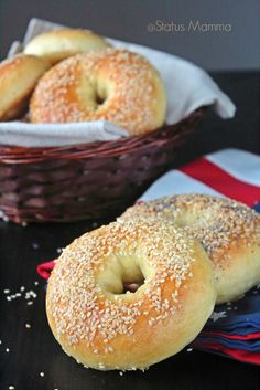 Ricetta Bagels ricetta lievitato pane panini america made in usa home made… Healthy Bagel, Vegan Bagel, Biscotti, Whole Wheat Bagel, Sem Gluten Sem Lactose, Low Carb Bagels, Homemade Bagels, Cooking Bread, Bagel Recipe