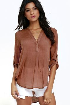 Twilight time couldn't get any better when you're sipping sangria in the Sunset Over Tuscany Rusty Rose Top! Lightweight woven poly forms into a collarless, V neckline with hidden button placket. Three-quarter sleeves, with handy button tabs, frame the breezy bodice with a rounded, high-low hem.