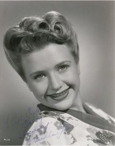 Todays 1940s vintage hair & make up inspiration from Priscilla Lane (June 12, 1915 – April 4, 1995)