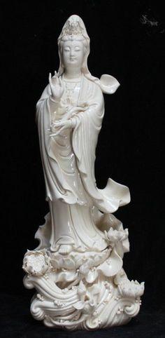 Chinese Dehua Porcelain Lianhua Kwan-yin Guanyin Ruyi Buddha Lotus Statue