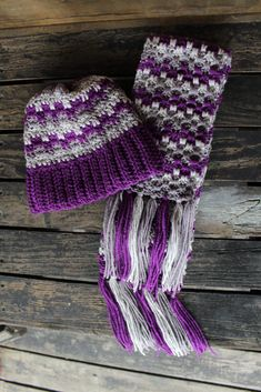 Crochet Beanie Patterns Interlocking Block Stitch Hat and Scarf - I love the look of this Interlocking Block Stitch Hat and Scarf set! Both work up quickly! Crochet Cozy, Crochet Beanie Pattern, Crochet Scarves, Free Crochet, Crocheted Scarf, Knitting Scarves, Crochet Gloves, Crochet Christmas Hats, Crochet Ornaments