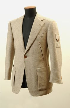 Gieves & Hawkes Bespoke Car Driver's Jacket Commissioned By Bentley Motors, 2015 Tailored Fashion, Mens Fashion Suits, Mens Suits, Black Tuxedo Wedding, Style Costume Homme, Hunting Jackets, Men Design, Blazers For Men, Sports Jacket